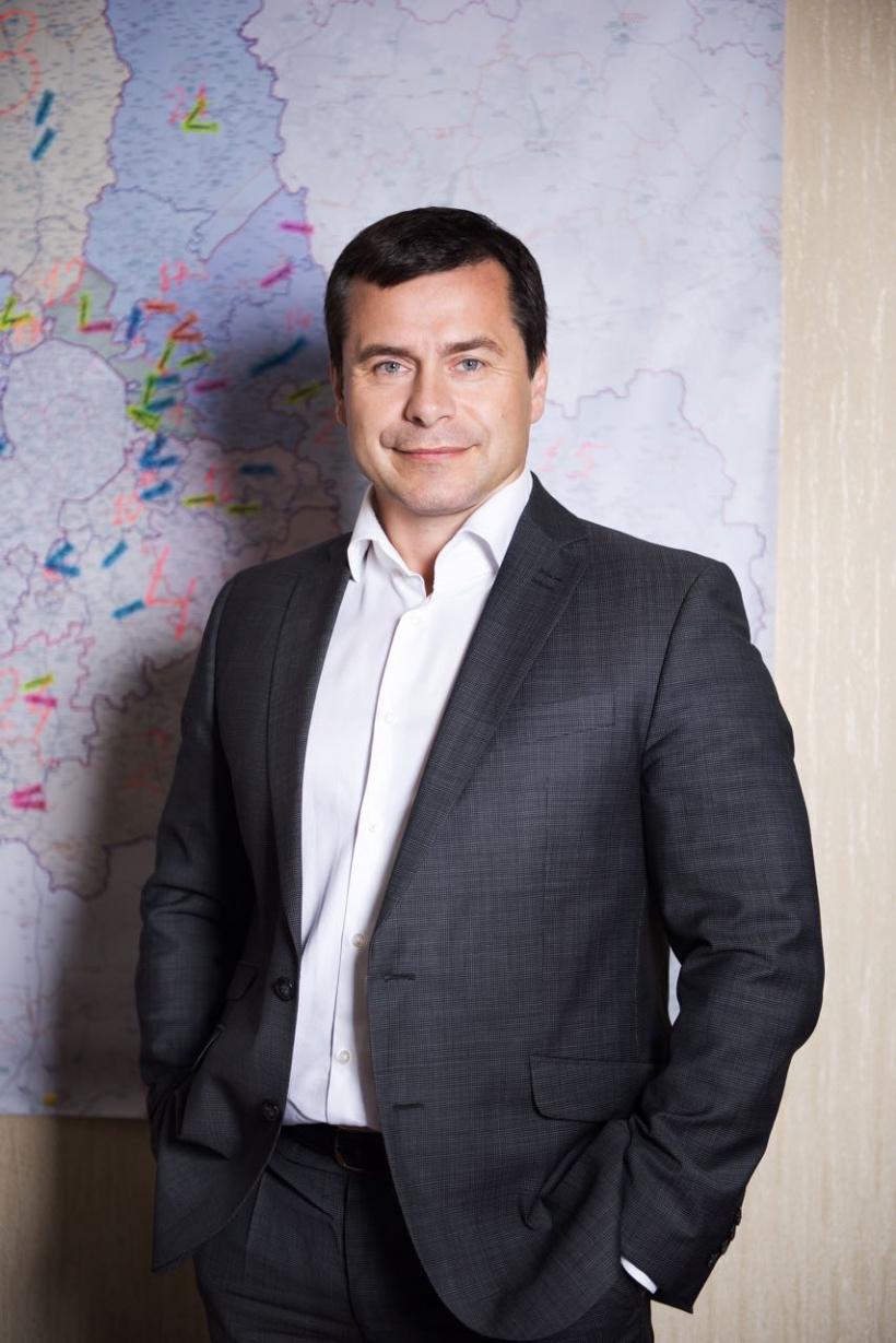 Заместитель Председателя Московской областной Думы Игорь Чистюхин поздравляет с Международным женским днем