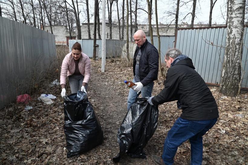 В Ильинском провели субботник в рамках месячника благоустройства