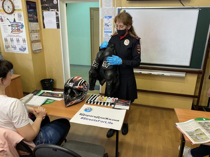 Полицейские Раменского городского округа посетили  автошколу